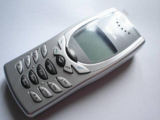 Cellphone Nokia 8250 2001 Machines Review